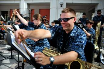 Navy band plays in Italy