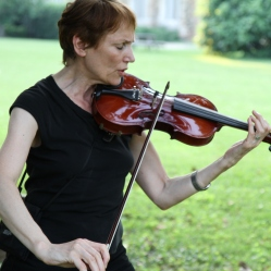 Woman in TN plays violin